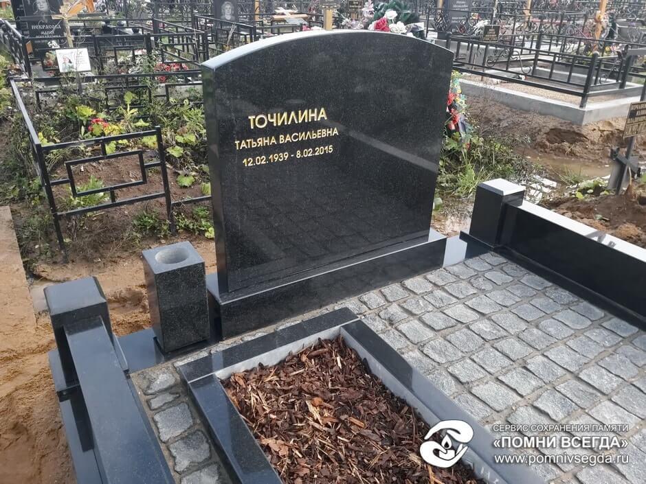 Памятник из цветного гранита Минусинск Цоколь из габбро-диабаза Петровское